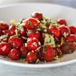 Frischer Tomaten-Salat mit Pesto