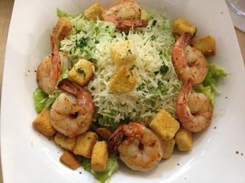 caesar-salad-parmesan-garnelen