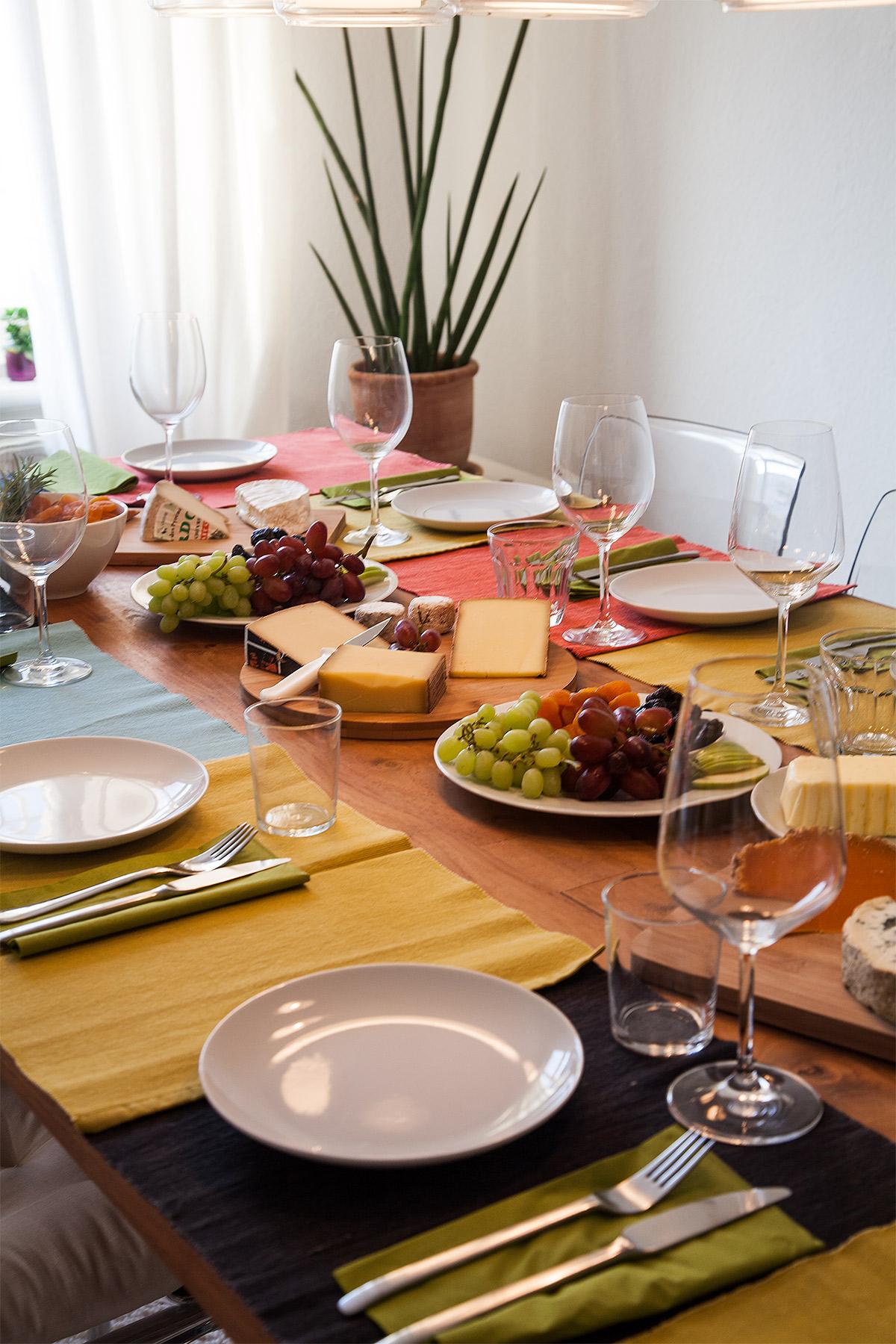 Käseplatte gedeckter Tisch