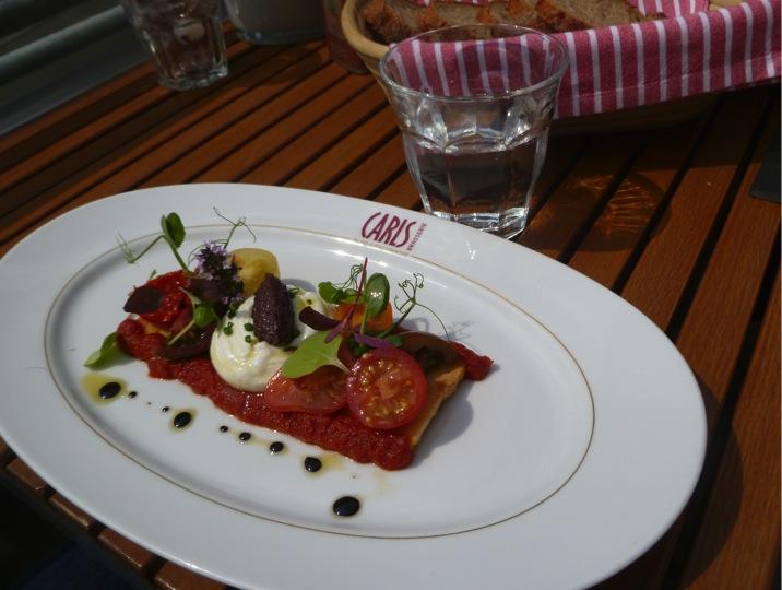 """Tarte von bunten Tomaten """"Cru et Cuit"""" mit Ziegenkäse vom CARLS"""