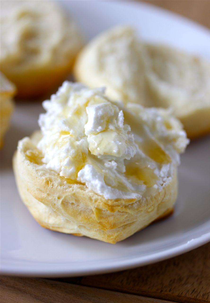 Buttermilchbrötchen-Ziegenkäse-Honig