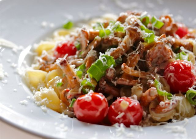 Pasta-Pfifferlinge-Gruyere-Cherrytomaten
