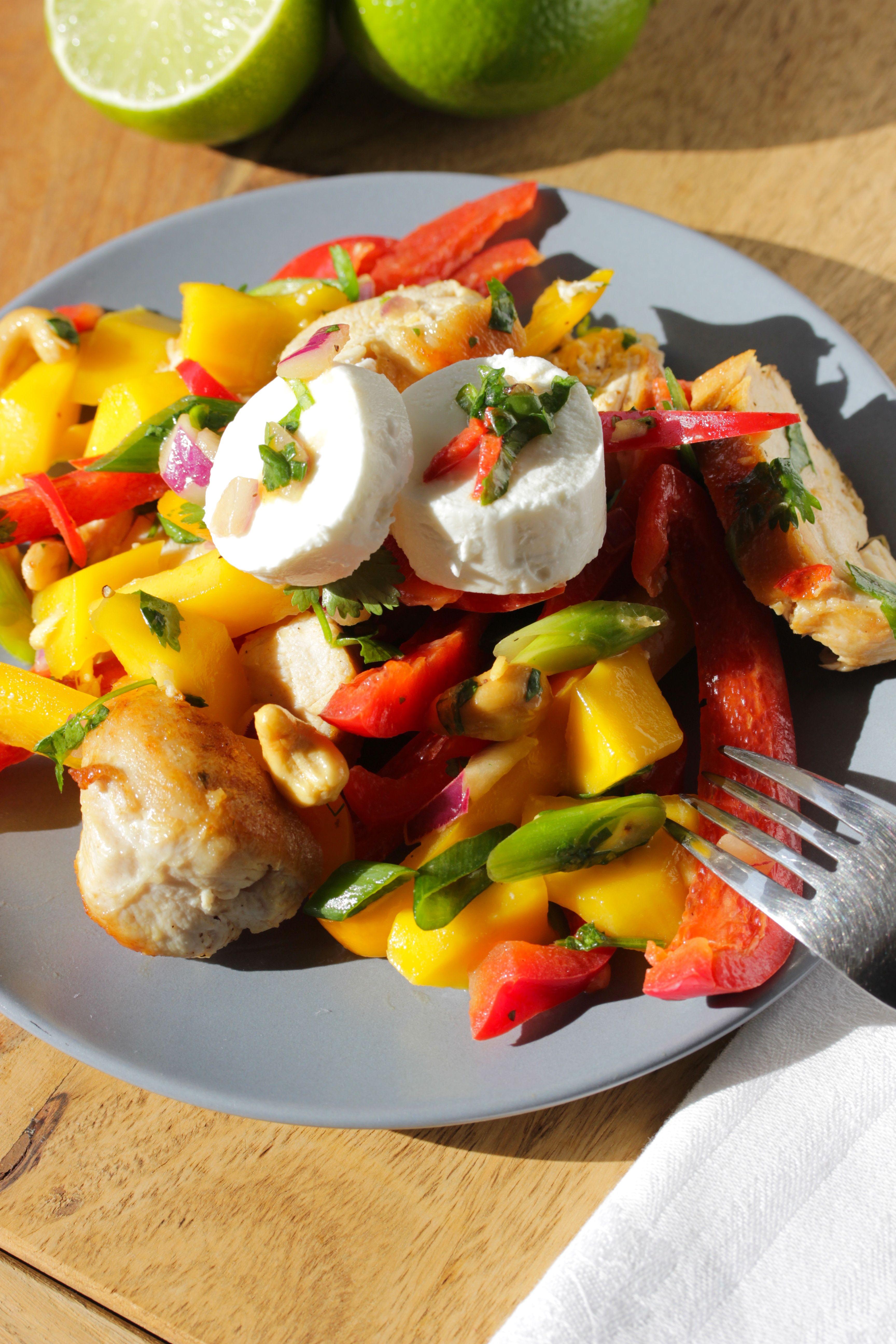 Mango-Chicken-Salat-mit-Thai-Limetten-Vinaigrette-und-Ziegenfrischkäse-1
