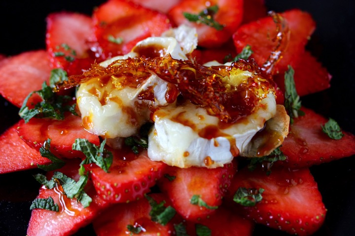 erdbeeren-ziegenkäserolle
